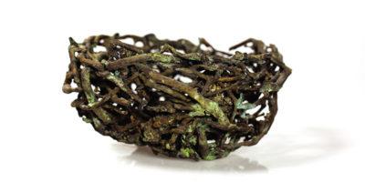 Imagen de un nido hecho e bronce