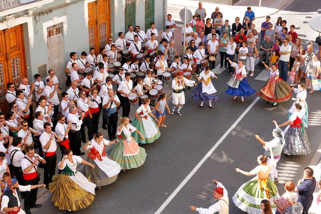 ACTE 9 D'OCTUBRE Danses, dolçaines i cant d'estil al carrer